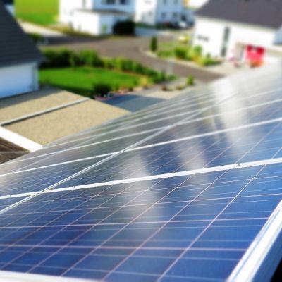 Panele solarne czy kolektory słoneczne? Czym się różnią i które wybrać?